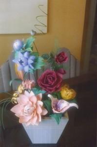 flores como: Rosas, Papoula, Bromélia, Jacinto.