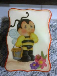 Arte com abelha em mdf.
