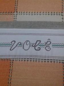 Toalha de banho com bordado em Ponto Cruz.