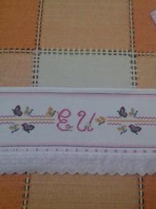 Toalha de banho feminina com bordado em Ponto Cruz.