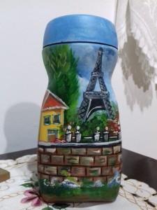 Pintura decorativa da paisagem parisiense em vidro de café solúvel.