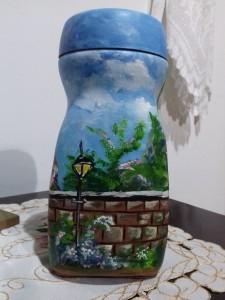 Pintura decorativa em vidro de café solúvel.