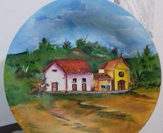 Pintura decorativa em prato de vidro.