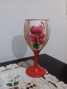 Taça decorativa com pintura acrílica.