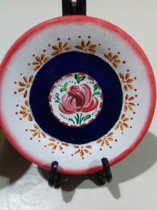 Prato pequeno decorativo com pintura acrílica.